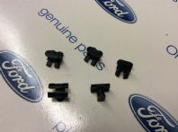 Door weatherstrip moulding clips